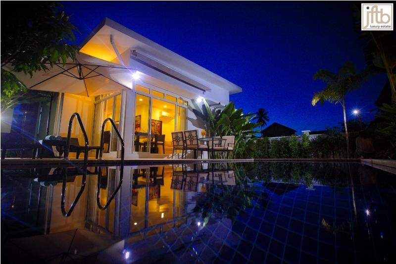 Photo Villa avec piscine de luxe de 2 et 3 chambres à vendre à Rawai, Phuket, Thaïlande