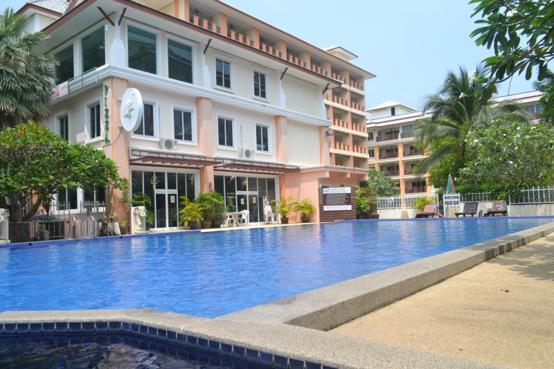 Picture 2 bedroom apartment for sale or rent in Nai Harn (Phuket)