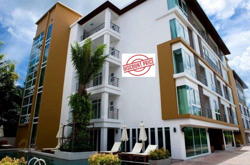 芭东海滩出售2间并排公寓,每间有2间卧室