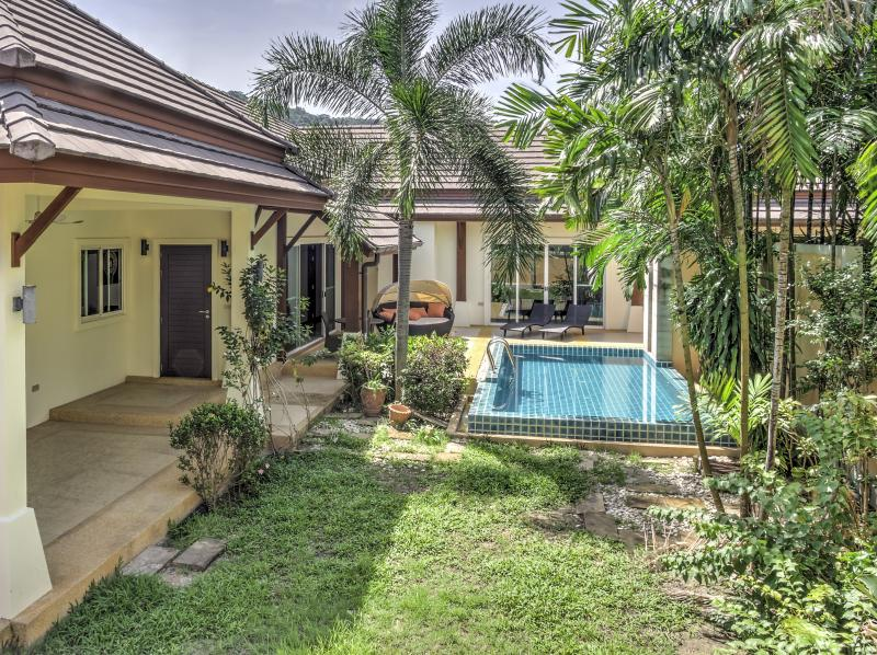 Picture Charming 3 bedroom pool villa for rent in Nai Harn (Phuket)