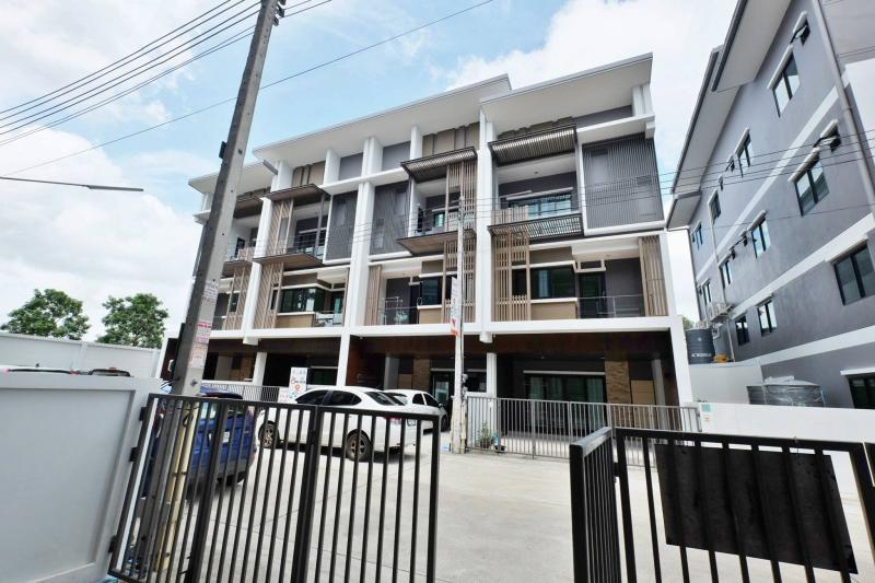 Picture Phuket brand New modern Townhouse for sale in Chaofa
