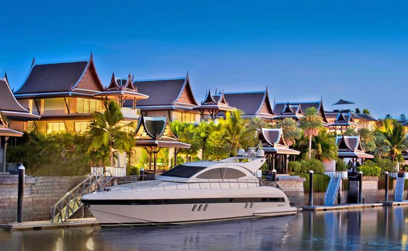 Picture 3 bedroom waterfront condo for sale in the Royal Phuket Marina