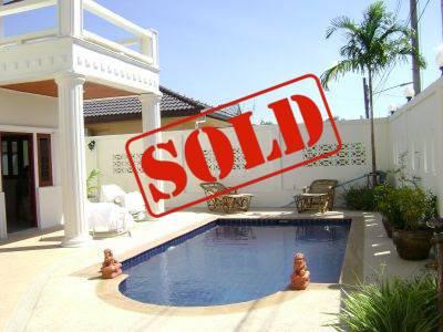 Photo Villa de 4 chambres avec piscine privée à vendre à Nai Harn