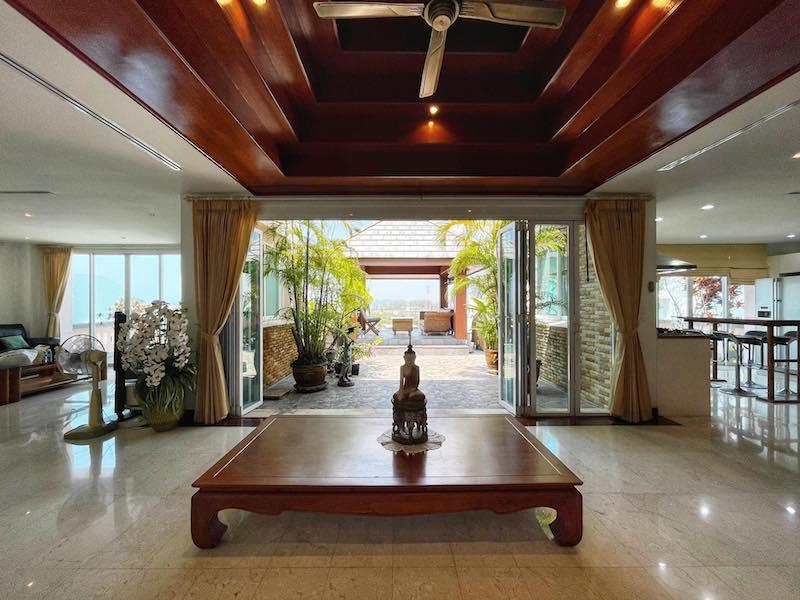 Photo Superbe immense Penthouse de 3 chambres à vendre à Surin avec un prix réduit