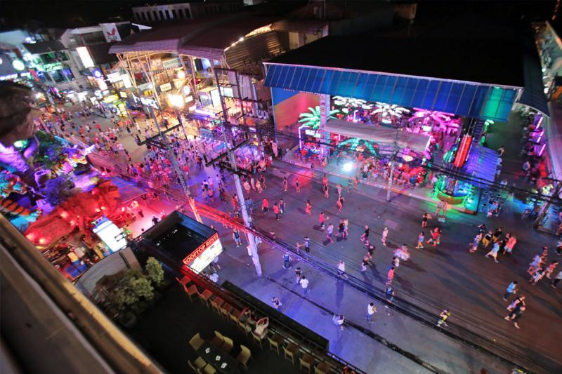 Picture 4 floor Building with a Bar downstairs for Lease in  Bangla road, Patong