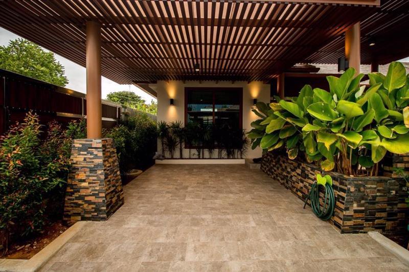 Photo Villa moderne de 3 chambres avec piscine à louer ou à vendre à Rawai, Phuket