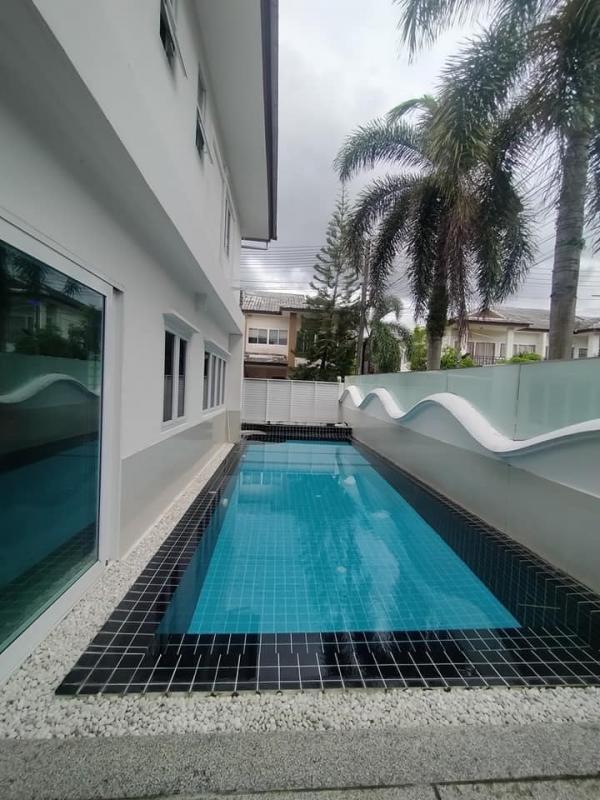 Photo Maison de ville pas chère à vendre avec piscine à Cherngtalay Phuket