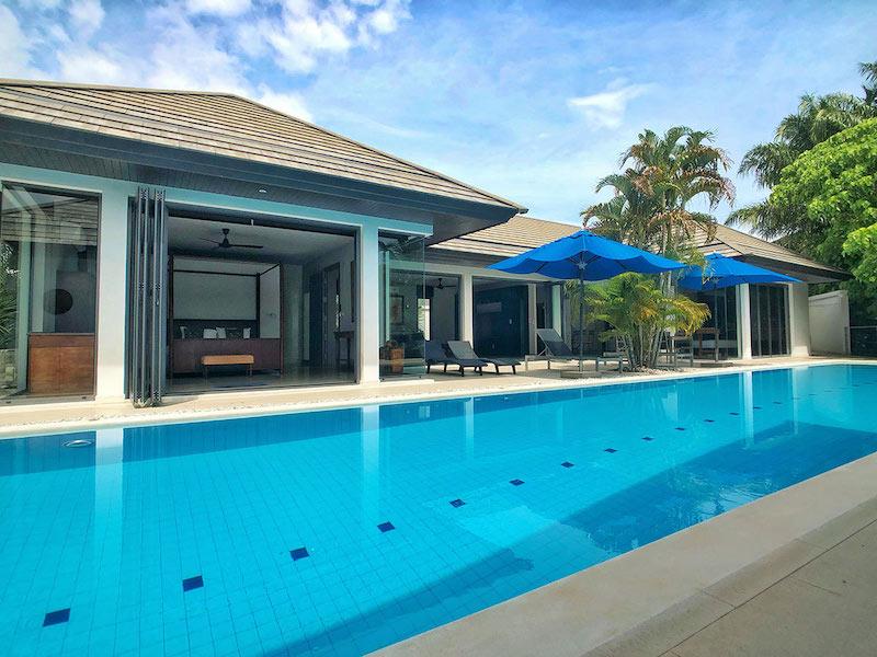 Photo Villa de style contemporain entièrement meublée et équipée à vendre à Nai Harn
