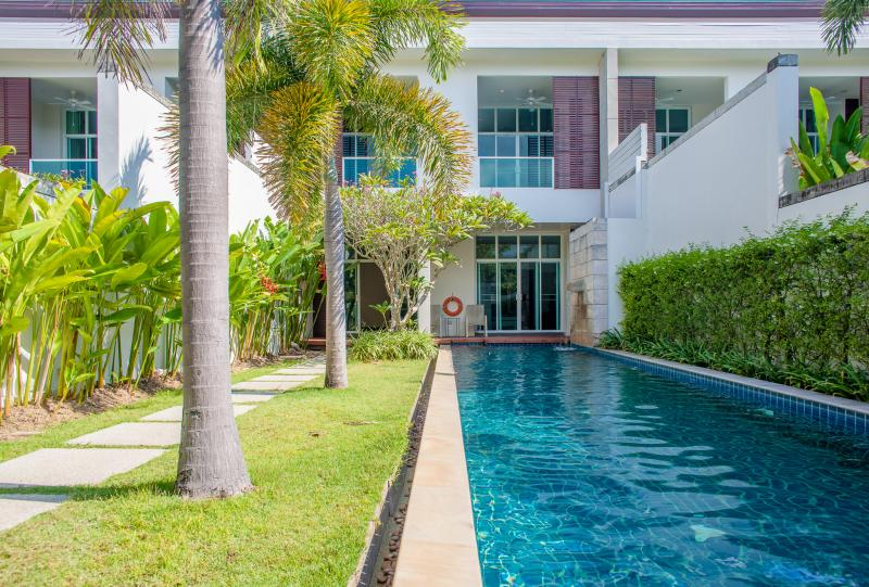 Picture Duplex 4 Bedroom Pool Villa in Bang Tao, Phuket
