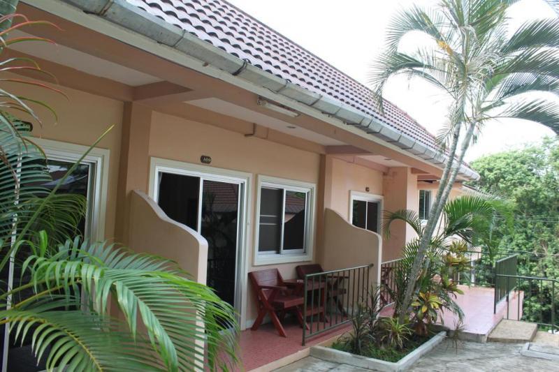 Photo Bungalow pas cher avec 1 chambre à louer à court terme à Karon Beach