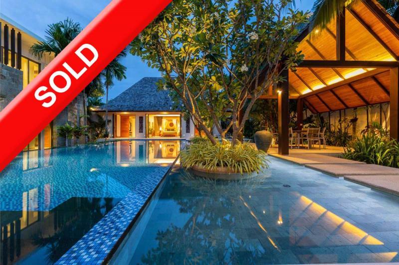 Photo Exclusive et immense villa à vendre à Layan Phuket