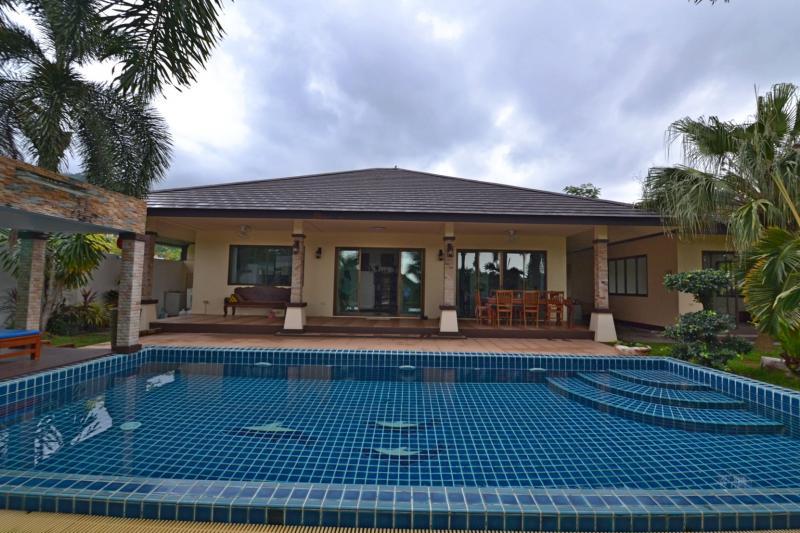 Photo Kathu Villa avec 3 chambres et piscine à vendre sur un grand terrain