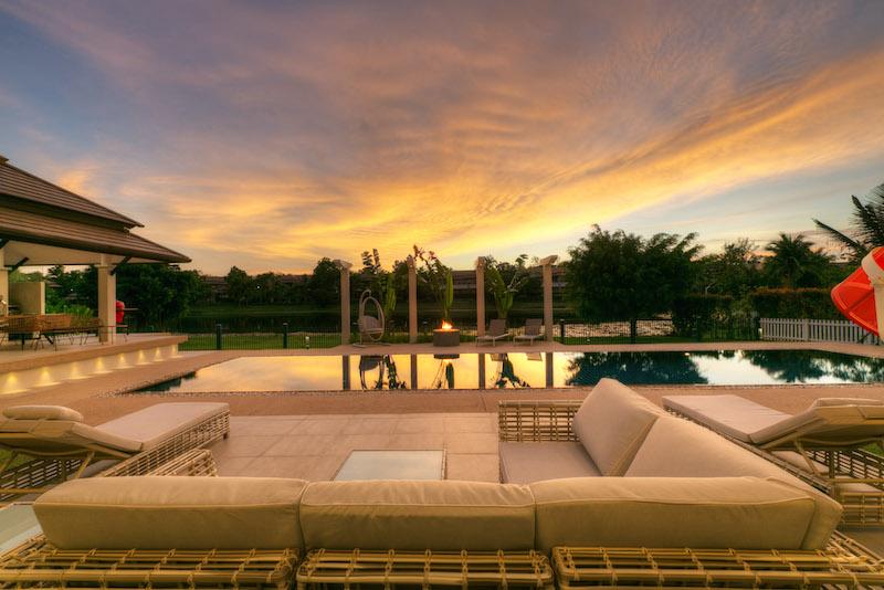 รูปภาพ 4 Bedroom Luxury Lakefront Pool Villa บนที่ดินขนาดใหญ่สำหรับขายในบางเทา ภูเก็ต