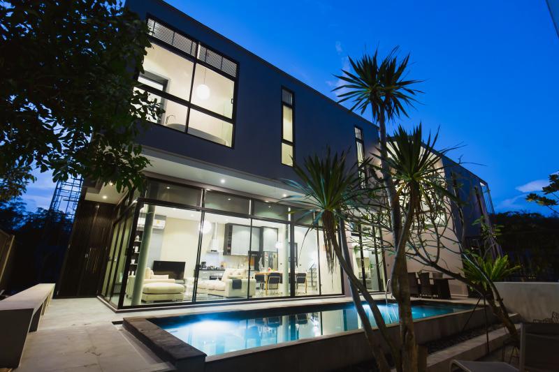 Photo Villa moderne avec piscine privée à vendre à Cherngtalay