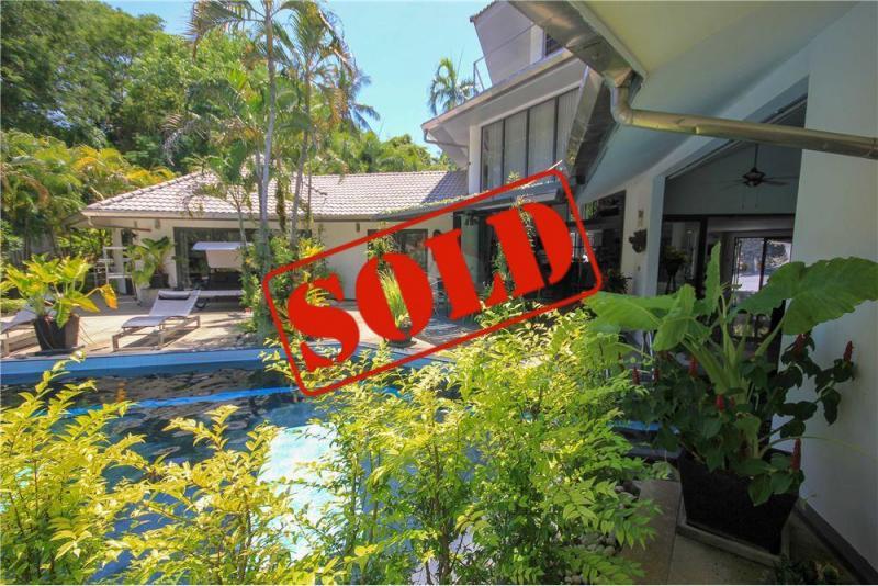 Photo Villa moderne avec 5 chambres et piscine à vendre à Rawai, Phuket