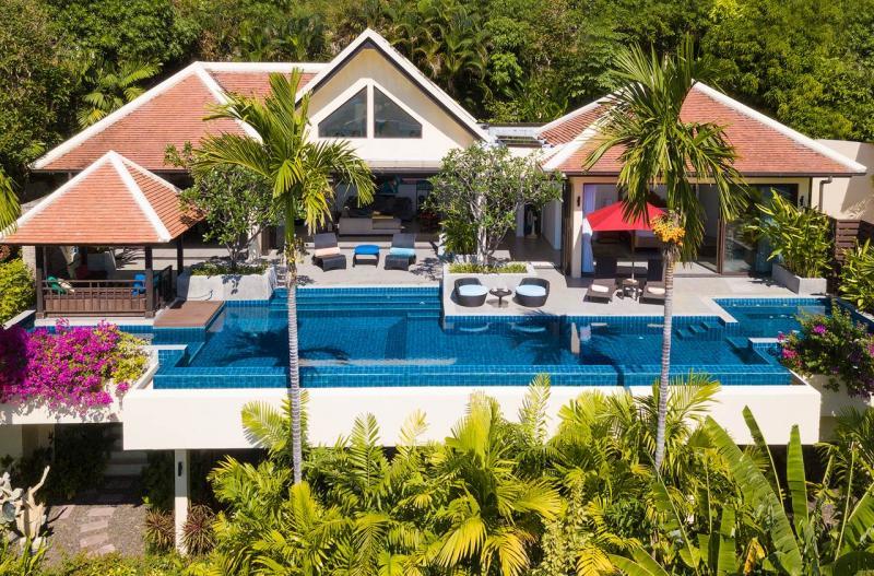 Photo Villa de luxe avec 4 chambres et vue sur la mer à vendre à Kalim (proche de Patong)