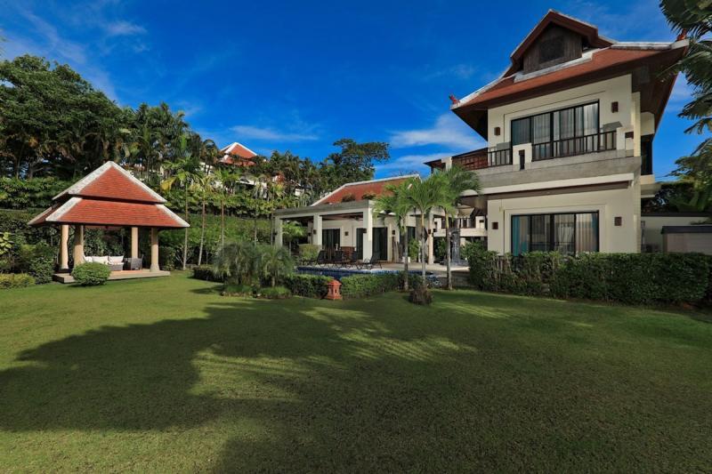 Photo Villa de luxe avec 4 chambres à vendre à Nai Harn Baan Bua Phuket