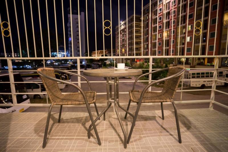Photo Hôtel moderne de 18 chambres à vendre à Patong Beach, Phuket