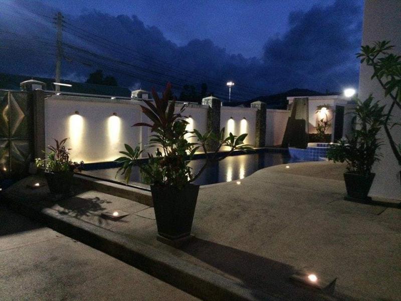 Photo Villa moderne et récente avec 4 chambres et piscine à vendre à Rawai, Phuket