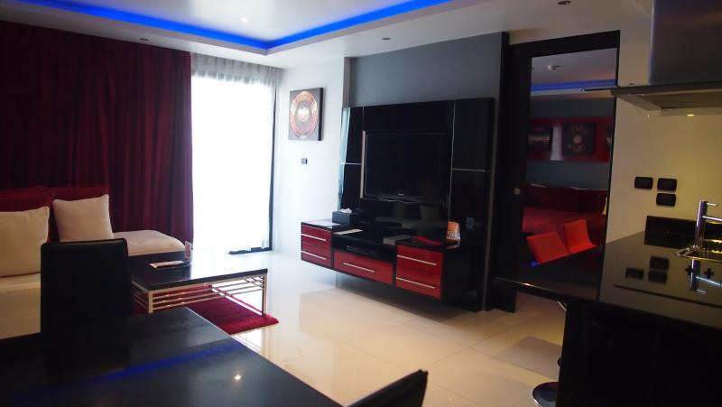 รูปภาพ ให้เช่าคอนโดหรู 1 ห้องนอนที่ The Absolute Bangla Suites หาดป่าตอง