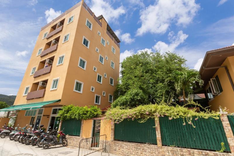 Photo 1 villa de luxe 6 chambres + 1 immeuble adjacent avec 19 chambres à vendre à Patong