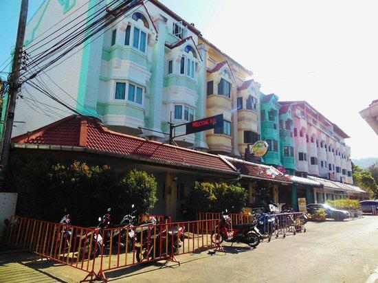 Photo Hotel avec 18 chambres à louer ou à vendre àKaron, Phuket, Thailande
