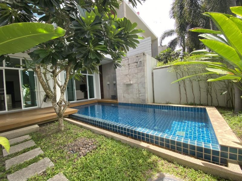 Picture 2 luxury villas side by side for sale in Rawai as property investment