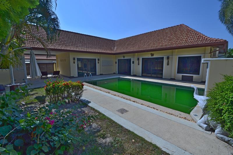 Photo Phuket-Villa de 3 chambres avec piscine à vendre ou à louer à Rawai