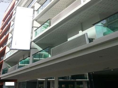 Photo Hôtel moderne à vendre à Patong avec 51 chambres, piscine, restaurant, bar et ascenseur