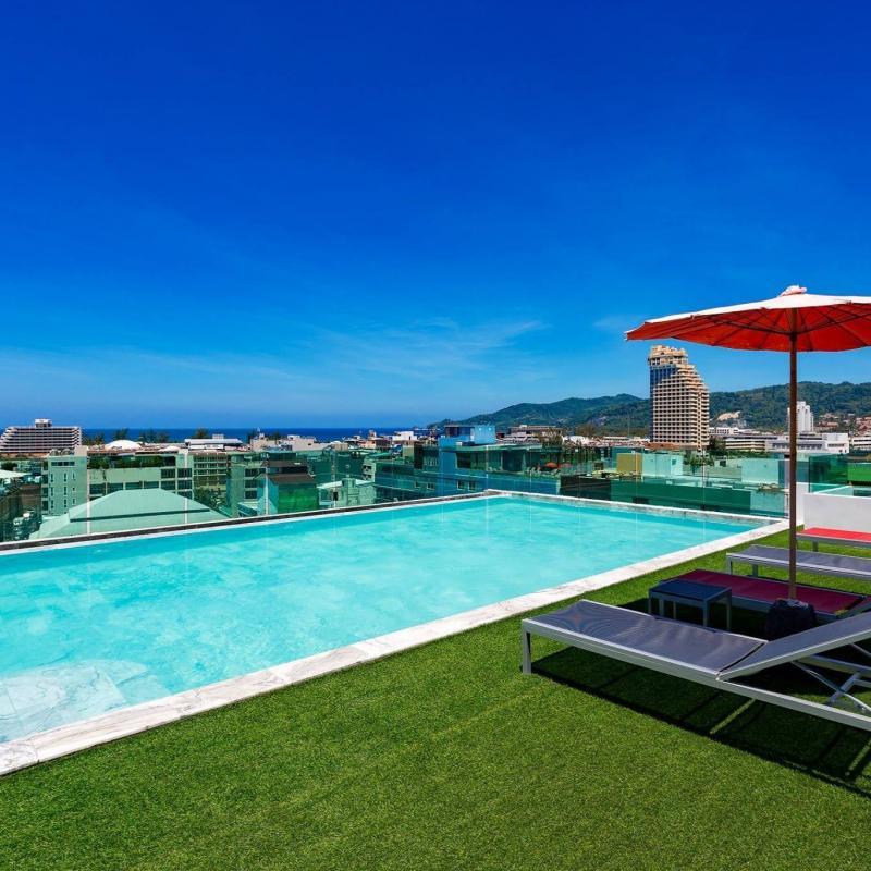 Photo Phuket - Hôtel 4 étoiles à vendre à Patong avec 80 chambres, ascenseur et piscine sur le toit