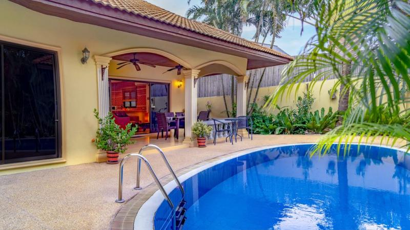 Picture 2 bedroom villa with pool for rent in Rawai, Phuket