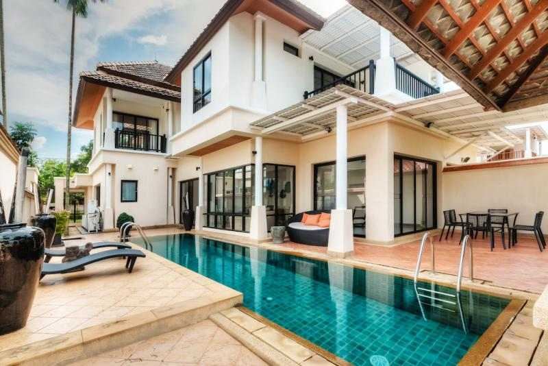 Picture Fully Furnished 3 Bedroom Pool House for Rent in Laguna, Phuket