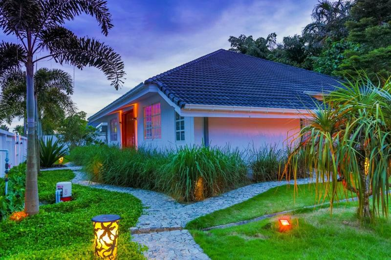 Photo Villa de luxe avec piscine de 4 chambres à Phuket à Paklok à louer ou à vendre