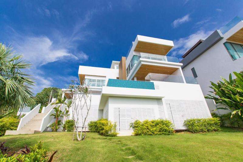 Photo Villa de luxe avec 5 chambres et piscine à Vendre ou à Louer à Rawai