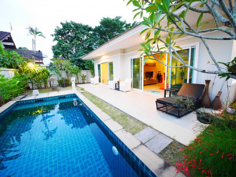 Photo Phuket Villa de 2 chambres avec piscine à louer ou à vendre à Chalong