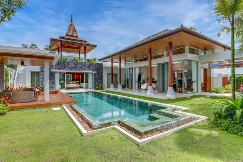 Picture Superb brand new high-end pool villa for sale on Phuket west coast