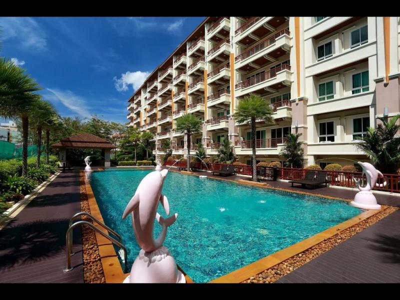 Picture 1 bedroom apartment for sale with pool access in a top location in Patong Beach