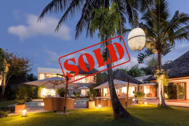 Photo Villa de luxe de 5 chambres avec piscine à vendre à Layan Hills Estate