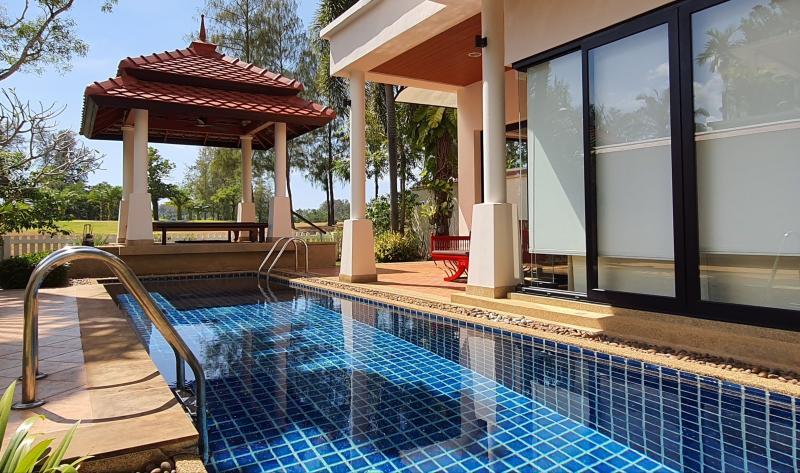 在普吉岛拉古纳出售带有 4 间卧室和游泳池的联排别墅图片