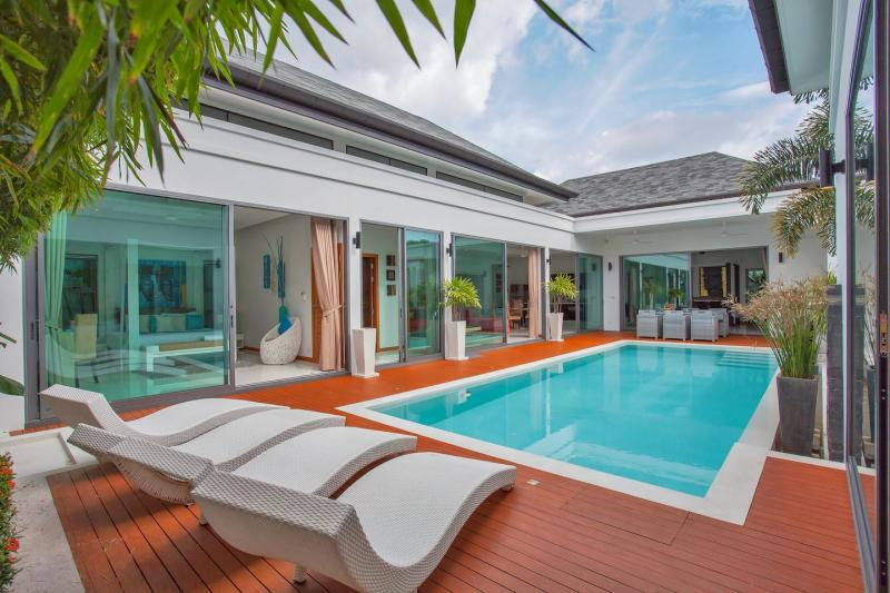 Picture Modern and gorgeous 3 bedroom pool villa for holiday or long term rental in Rawai
