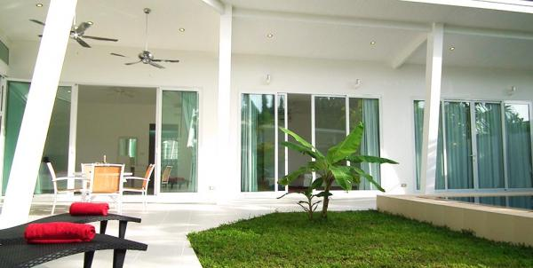Picture 3 bedroom modern villa for rent in Paklok, Phuket.