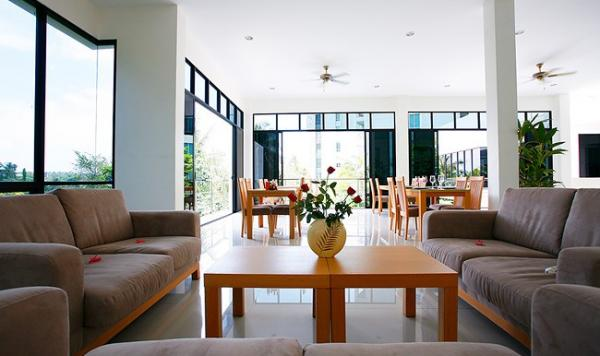 Picture Spacious condominium with sea view for sale in Karon, Phuket