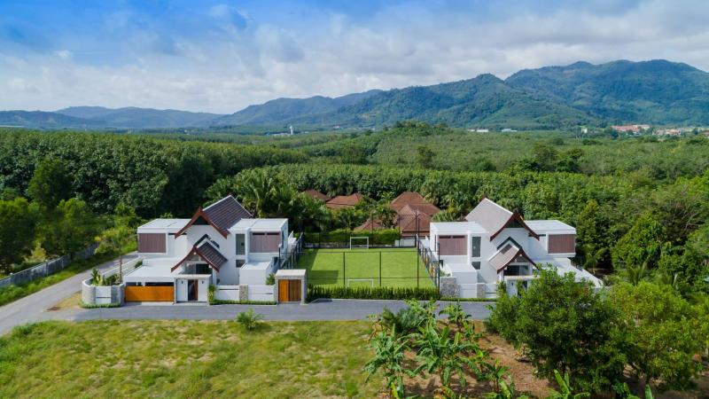 图 2 在曾塔勒出售的豪华别墅,有 10 间卧室和一个足球场