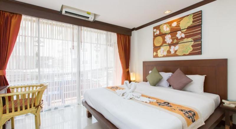 Photo 19 bedroom guesthouse with a restaurant for rent  in Patong, Phuket, Thailand