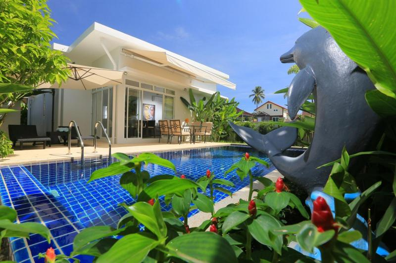 Photo 2 and 3 bedroom luxury pool villa for sale in Rawai, Phuket, Thailand