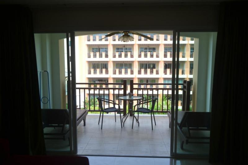Photo 2 bedroom condo for sale or rent in Nai Harn (Phuket)