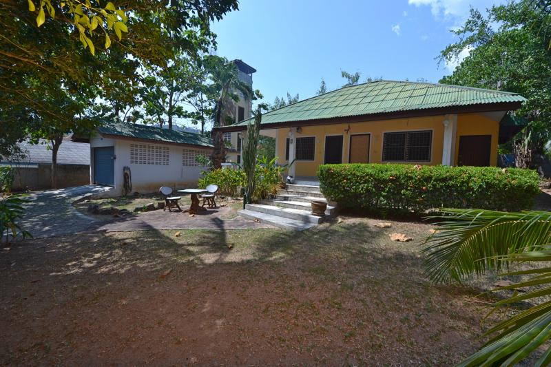 Photo 2 bedroom House and its large plot to sell nearby Nai Harn Beach, Phuket