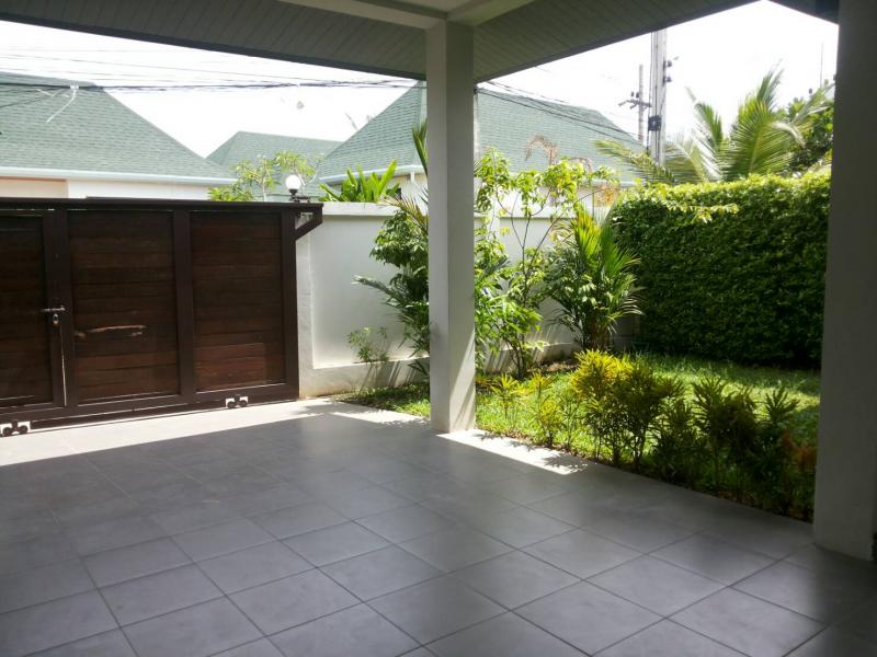 Photo Phuket 2 bedroom house with garden for sale in Rawai