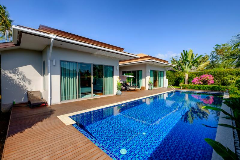 Photo 3 bedroom villa with pool and garden for sale near Layan beach.