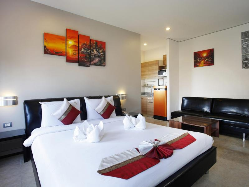 Photo 3 star hotel for sale with 28 rooms in Patong Beach, Phuket, Thailand